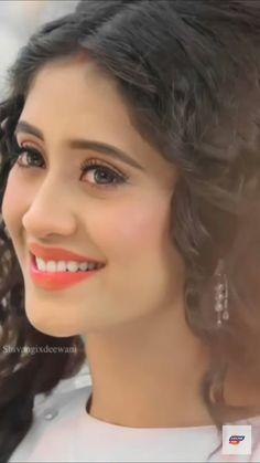 Best Actress, Best Actor, Beautiful Indian Actress, Beautiful Actresses, Pics Of Cute Couples, Indian Actresses, Actors & Actresses, Easy People Drawings, Mom Song