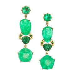 Muzo Emerald Colombia's new designer jewelry collaboration emphasizes the stones in their organic form—slices, trapiches, tumbles, and cabochons. Gemstone Earrings, Diamond Earrings, Drop Earrings, Jewelry Box, Jewelery, Fine Jewelry, Emerald Jewelry, Diamond Jewelry, Bling Bling