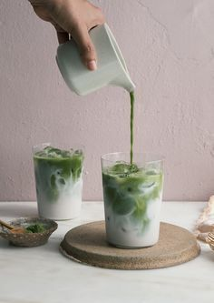 gesunde Alternativen zum Latte Macchiato – z.: Kurkuma Latte - Vegan❤️be veggie gesunde Alternativen zum Latte Macchiato – z.: Kurkuma Latte - Vegan❤️be veggie - Latte Matcha, Matcha Latte Recipe, Ice Latte Recipe, Yummy Drinks, Healthy Drinks, Curcuma Latte, Matcha Drink, Matcha Smoothie, Matcha Cafe