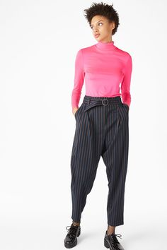 Channel ur inner screen goddess in these classic trousers. A look made for the Riviera - with statement stripes, a wide-leg and matching belt. Two hidden p