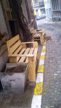 Pallet benches in the streets of Bruxelles #PalletBenches, #PalletStreetArt