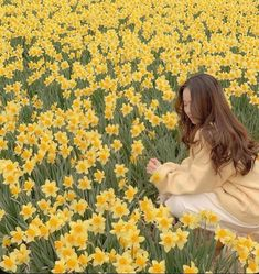 Nature Aesthetic, Flower Aesthetic, Aesthetic Vintage, Aesthetic Girl, Aesthetic Yellow, The Sims, Mellow Yellow, Ulzzang Girl, Aesthetic Pictures