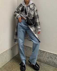 Shared by Find images and videos about fashion, outfit and look on We Heart It - the app to get lost in what you love. Streetwear Mode, Streetwear Fashion, Trendy Outfits, Cute Outfits, Fashion Outfits, Fashion Clothes, Girl Outfits, Fashion Killa, Look Fashion