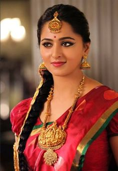 South Indian popular actress Anushka Shetty best picture and wallpaper gallery. Best hd image of actress Anushka Shetty. Indian Bridal Sarees, Indian Beauty Saree, Actress Anushka, Most Beautiful Indian Actress, Indian Celebrities, South Indian Actress, India Beauty, Beauty Women, Hollywood
