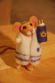 Needle felted Jewish mouse by NeedleFeltedLove on Etsy - Dalia's gift to Amy/Amelia. Jewish Hanukkah, Christmas Hanukkah, Hannukah, Happy Hanukkah, Jewish Crafts, Jewish Art, Hanukkah Decorations, Felt Mouse, Festival Lights