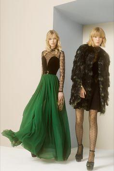 Guarda la sfilata di moda Elie Saab a New York e scopri la collezione di abiti e accessori per la stagione Pre-Collezioni Autunno-Inverno 2017-18.