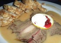 Srnčí na šlehačce s karlovarským knedlíkem Food, Basket, Essen, Meals, Yemek, Eten