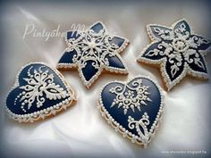 Maide Muller Hungarian decorated cookies. Lace Cookies, Biscotti Cookies, Star Cookies, Gingerbread Decorations, Gingerbread Cookies, Christmas Cookies, Cookie Icing, Royal Icing Cookies, Hungarian Cookies