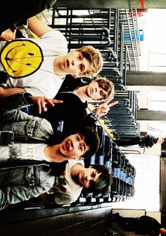 5 Seconds Of Summer    Luke Hemmings{lead singer}. Calmn Hood {base}. Ashton Irwin {drummer}. Michael Clifford {guitar}. Australian. Hilarious. Band. Cute. Nice. Crazy. Friends. Brothers. Music. Lyrics. ❤️❤️
