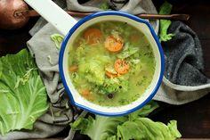 Czy może być coś lepszego od zupy kapuścianej na bogato? A i owszem! Lekka i szybka zupa z młodej kapusty to świetna alternatywa na nadchodzące ciepłe dni. Thai Red Curry, Ethnic Recipes, Blog, Blogging
