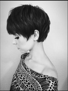 Long pixie haircut looks superb modern and cool. It is best for people who do not have much time in styling their hair. Messy Long Pixie Haircuts for Fine Hair /Via The slight edge makes the textured pixie haircut soft and feminine. Popular Short Hairstyles, Hairstyles Haircuts, Medium Hairstyles, Bob Haircuts, Latest Hairstyles, Hair Styles 2014, Long Hair Styles, Growing Out Short Hair Styles, Short Styles