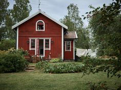 Surrounded by forests and lakes this traditional Swedish farm is a dream for nature-lovers Swedish Cottage, Swedish Decor, Red Cottage, Shabby Chic Cottage, Cottage Style, Swedish Style, Red Houses, Little Houses, Sweden House