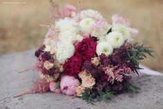 #wedding #bridal_bouquet | Photography and flowers - Sonya Khegay (http://sonyakhegay.com) | more on http://bridetips.ru/%D0%BD%D0%B0%D1%82%D0%B0%D1%88%D0%B0-%D0%B8-%D0%B0%D0%BB%D0%B5%D0%BA%D1%81%D0%B5%D0%B9/