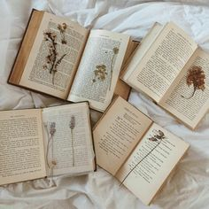 Vintage books and pressed flowers youre my favorite person, be a better per Brown Aesthetic, Aesthetic Vintage, Aesthetic Photo, Aesthetic Pictures, Aesthetic Grunge, Fotografia Tutorial, Under Your Spell, Model Foto, Book Organization
