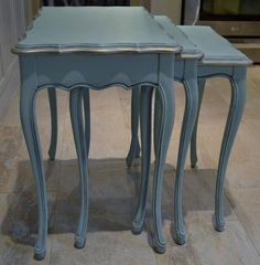 Nest of tables in a Provence, Florence, Old white mix with German Silver gilding, Upcycled Furniture, Furniture Projects, Furniture Makeover, Diy Furniture, Dresser Makeovers, Furniture Design, Chalk Paint Chairs, Painted Chairs, Chalk Paint Furniture