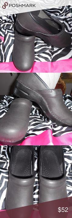 Sanita Signature Brown Gray Clogs Brand New Sz 40 Never worn brand new Sanita Signature Brownish Gray Clogs.  Size 40 Sanita Shoes Mules & Clogs
