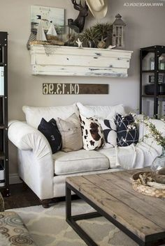 96 Amazing Rustic Apartment Living Room Design Ideas - How to Create A Rustic Living Room Decor 49 Majestic Rustic Apartment Living Room Decor Ideas Modern Farmhouse Living Room Decor, Simple Living Room, Coastal Living Rooms, Rustic Farmhouse, Farmhouse Style, Farmhouse Ideas, Small Living, Country Style, Living Spaces