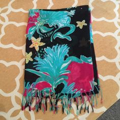 Lilly Pulitzer Murfee Scarf Lilly Murfee - Black Shake It. Great condition Lilly Pulitzer Accessories Scarves & Wraps