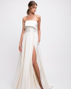 """76 Pretty Wedding Dresses with Pockets. These bridal gowns let you """"to have and to hold,"""" well, anything you want, Pretty Wedding Dresses with Pockets. Pretty Wedding Dresses, Wedding Dresses Photos, Wedding Dress Trends, Elegant Wedding Dress, Elegant Dresses, Prom Dresses, Gown Wedding, Wedding Pictures, Lace Wedding"""