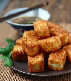 Fried Tofu with Sesame-Soy Dipping Sauce. Tofu Frit, Agadashi Tofu, Tempeh, Tofu Recipes, Fodmap Recipes, Indian Food Recipes, Vegetarian Recipes, Cooking Recipes, Ethnic Recipes