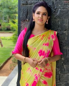 In a pink & cream color printed saree and ruffle elbow length sleeve blouse design Saree Draping Styles, Saree Styles, Saree Blouse Patterns, Saree Blouse Designs, Saree Gown, Sari, Reception Sarees, Saree Hairstyles, Stylish Blouse Design