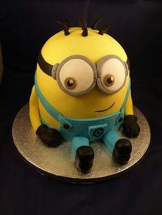Minions cake for khushi Pretty Cakes, Beautiful Cakes, Amazing Cakes, Minion Birthday, Minion Party, Birthday Cakes, Happy Birthday, Despicable Me Cake, Minion Cakes