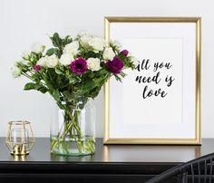 Mit unseren Blumen der Woche bringen wir neben Frische auch Duft in deine Wohnung oder Büro! Die wohlriechende Rose Snowflake wird von der außergewöhnlichen Pito Ilan gerahmt. Windfang Anemone setzt dazu farbenfrohe Akzente, die auch optisch verführen. #blumen #flowers #rose #snowflake #anemone #pitoilan #freshflowers #blumenstrauß #bloomydays