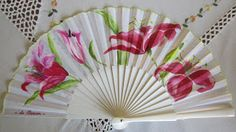 abanicos pintados a mano Modern Fan, Vintage Fans, Silk Art, Beautiful Hands, Hand Fans, Hand Painted, Japan, Embroidery, Fashion