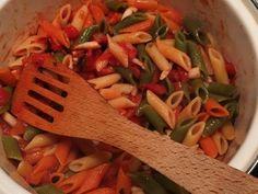 Cate o reteta pentru fiecare zi din Postul Pastelui - 48 de feluri de mancare de post Ratatouille, Thai Red Curry, Vegan, Chicken, Tableware, Ethnic Recipes, Kitchen, Pizza, Food