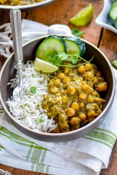 Vegan Roasted Tomatillos Chickpea Curry // Chickpeas are great protein sources that can be made into tasty meals in an instant. This delicious roasted tomatillo curry is a great way to eat these healthy legumes. | The Green Loot #vegan #cleaneating #weightloss