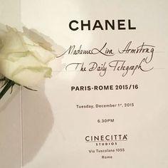Pin for Later: Seht die besten Fotos der Chanel Modenschau in Rom Schon die Einladungen beeindruckten