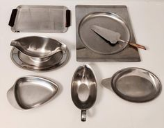 - Old stainless steel saucer, gravy boat Guy Degrenne, Height 8,5 cm, Tray length 23 cm Good condition, having served  - small tray shaped triangle (strawberry) Forinox, 17 cm x 11,5 cm  - small oval tray (lemon) 21,5 cm x 13 cm  - Guy Degrenne tray, stainless steel, heavy and of excellent quality, Plateau of the 70s, in  Set of stainless steel, 7 pieces of very good quality, dishes, cake shovel, stainless steel boilers, Mid Century, France, Germany.solid stainless steel by Guy Degrenne…