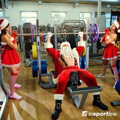 Moș Crăciun și ajutoarele lui se pregătesc intens pentru ceea ce urmează și fac tot posibilul să se mențină în formă. 🎅💪😏 Voi sunteți cuminți și faceți la fel? 👌