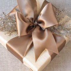 Read more about Handmade Christmas Gifts Christmas Present Wrap, Creative Christmas Gifts, Teenage Girl Gifts Christmas, Christmas Gifts For Him, Christmas Mom, Christmas Gift Wrapping, Elegant Christmas, Natural Christmas, Xmas Gifts