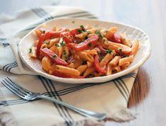 9 isteni penne, aminek egy olasz is elkérné a receptjét Penne, Pasta Salad, Carrots, Bacon, Vegetables, Ethnic Recipes, Food, Red Peppers, Crab Pasta Salad