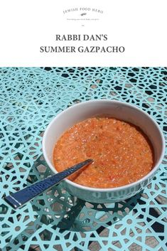 A cold tomato based soup, gazpacho is a Spanish favorite made from blended tomatoes, cucumber, onion and garlic. It is seasoned with salt and pepper, and vinegar adds a bright acidic tang. Vegan Carrot Soup, Vegan Vegetable Soup, Vegan Potato Soup, Vegan Lentil Soup, Vegan Soups, Best Lunch Recipes, Vegetarian Recipes Dinner, Vegan Dinners, Finger Food Appetizers