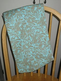 diy baby sling. So easy to make, perfect baby shower gift
