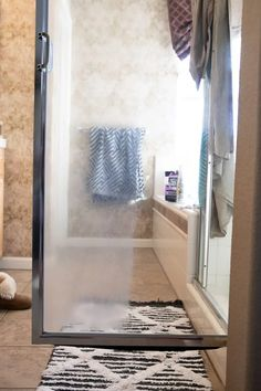 Learning How to Remove Hard Water Stains from Glass Shower Doors is possible! A few simple steps, tools and a whole lots of elbow grease is all it takes to get your glass shower doors looking like new in no time! Deep Cleaning Tips, House Cleaning Tips, Diy Cleaning Products, Cleaning Solutions, Spring Cleaning, Cleaning Hacks, All You Need Is, Homemade Toilet Cleaner, Cleaning Painted Walls