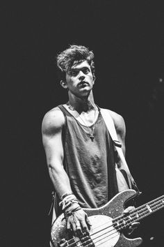 omg he looks at the camera Brad Simpson, New Hope Club, The Vamps, T Rex, Shawn Mendes, Celebrity Crush, Cute Boys, Make Me Smile, Love Story