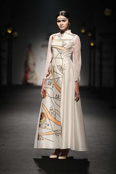 Samant Chauhan SS18 Collection at Amazon India Fashion Week  Samant Chauhan SS18 collection was exquisite and perfect for wedding ceremonies. Read the review and view the looks here!  #amazonindiafashionweek #AIFW #Aifw2018 #samantchauhan #indianfashiondesigner #indianfashion #springsummer #SS18 #2018     #indianfashion #indianrtw