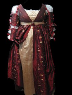 Italian renaissance gown front by spookykitten : http://www.flickr.com/photos/spookykittencouture/6796308688/