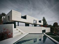 www.wildbaerheule.ch Minimal Architecture, Concrete Architecture, Residential Architecture, Amazing Architecture, Contemporary Architecture, Architecture Design, Luxury Modern Homes, Modern Mansion, Facade Design