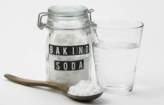 Remedies For Hair Baking Soda For Bad Breath - Baking Soda With Water (Gargle) - Is bad breath stopping you from speaking in public? We know how embarrassing it can be. Worry not, considering baking soda for bad breath can be of help. Baking Soda Health, Baking Soda Benefits, Baking Soda Face, Baking Soda Uses, Home Remedies For Skin, Skin Care Remedies, Natural Remedies, Omo Tira Manchas, Drinking Baking Soda