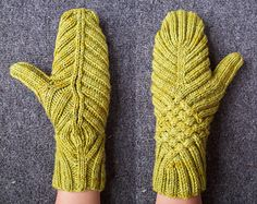 2_sizes_1_way_mittens_small2