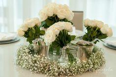 Centro de mesa com guirlanda de flores