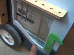 Мобильный верстак MFTC. Wooden Lockers, Wooden Drawers, Workshop Storage, Garage Workshop, Woodworking Skills, Woodworking Shop, Festool Systainer, Workbench Designs, Mobile Workbench