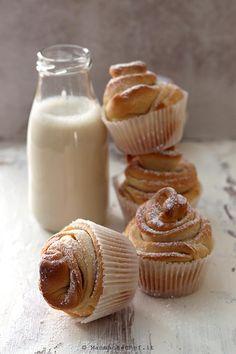 Cruffin - La ricetta senza burro e uova - di Mammachechef Crescent Rolls, Croissants, Mini Cupcakes, Fett, Glass Of Milk, Oreo, Panna Cotta, Muffins, Cooking