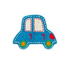 Este divertido tapete con forma de carro, de la marca MOTHERCARE complementa la decoración del cuarto de tu bebé. Se puede utilizar como pie de cama o en la zona de juego. Su suave tacto permite que tu pequeño camine, se siente o juegue sobre él.