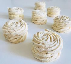 Laskonky - Receptik.sk Cream, Retro, Desserts, Food, Creme Caramel, Tailgate Desserts, Deserts, Essen, Postres
