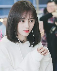 Pin by Aishah Fatehah on love in 2020 Ulzzang Short Hair, Asian Short Hair, Girl Short Hair, Short Hair Cuts, Korean Short Hairstyle, Short Hair Korean Style, Medium Hair Styles, Curly Hair Styles, Tmblr Girl